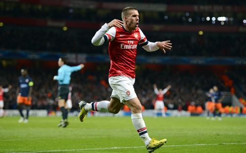 Wilshere fires Arsenal into last 16
